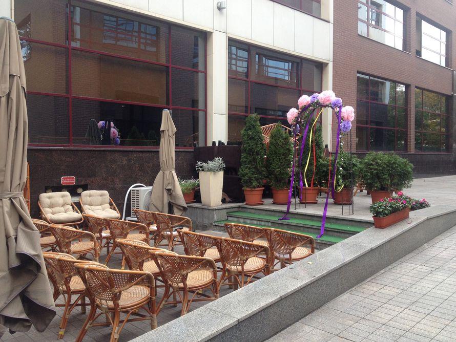Удобная летняя веранда для проведения выездных регистраций в самом центре столицы! - фото 4306907 ресторан Лангуст