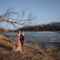 Букет невесты, свадебная прическа, невеста, жених, фотограф в праге