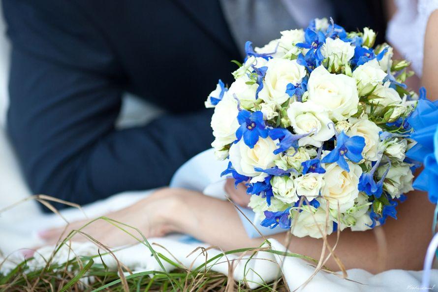 Букет невесты, букет из весенних цветов в бело синей гамме