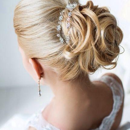 Собранная свадебная прическа