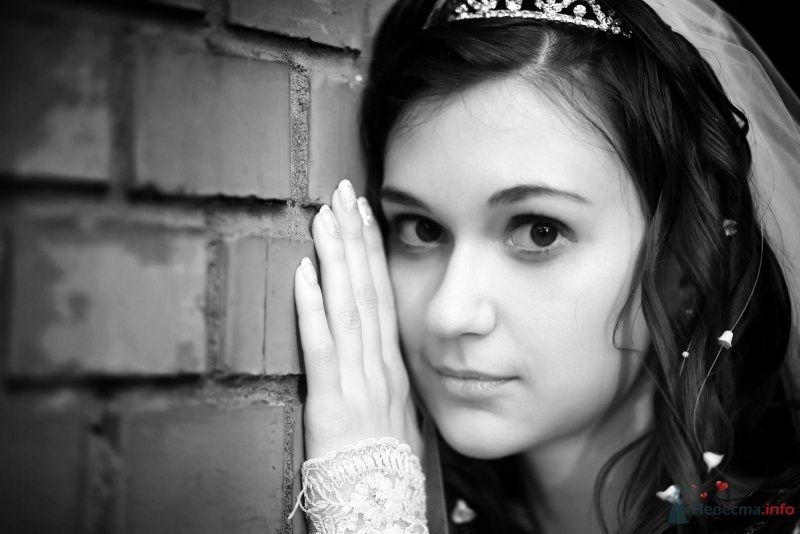 Утонченный лик будущей молодой жены превосходно подчеркивает прическа - фото 68468 Fianita