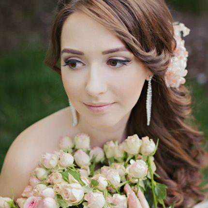 Красивые собранные локоны + макияж