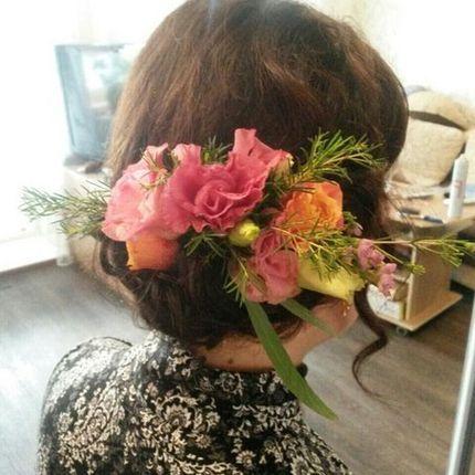 Цветочный декор в волосы