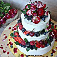 Торт Марсала с живыми цветами и ягодами, 1 кг