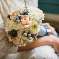 Букет невесты из пионов и астр в бело-розовых тонах