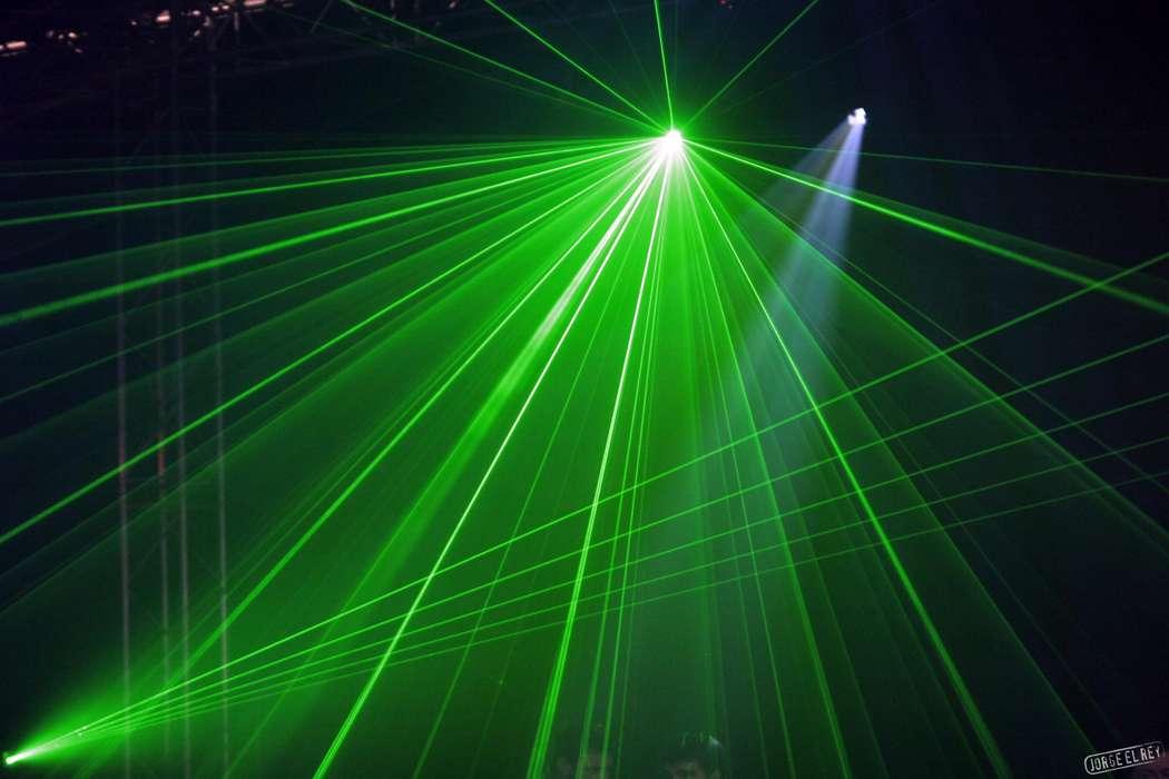 Фото 513964 в коллекции Музыка, диджеи,ведущие ,cветовые приборы, лазеры,дым,мыльные пузыри для Вашего праздника - Империя звука - аренда праздничного оборудования