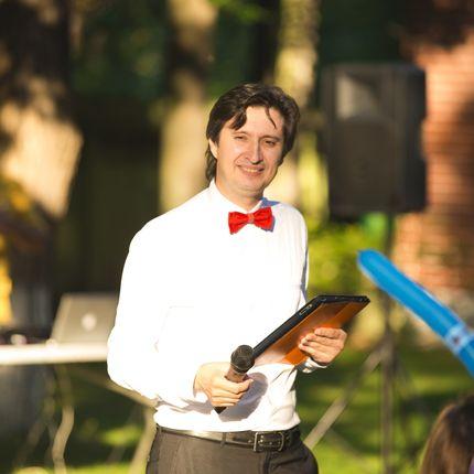 Ведущий на свадьбу и диджей с аппаратурой