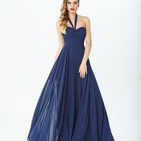 Модель EMSE 0266 Вечернее платье А-силуэта, длиной в пол, с открытой линией плеч. Лиф с драпировкой, с чашками. Сзади лиф на петлях со шнуровкой, в среднем шве спинки- потайная молния. На подкладке. Основная ткань: шифон, подкладка. Цвет: синий, подкладка
