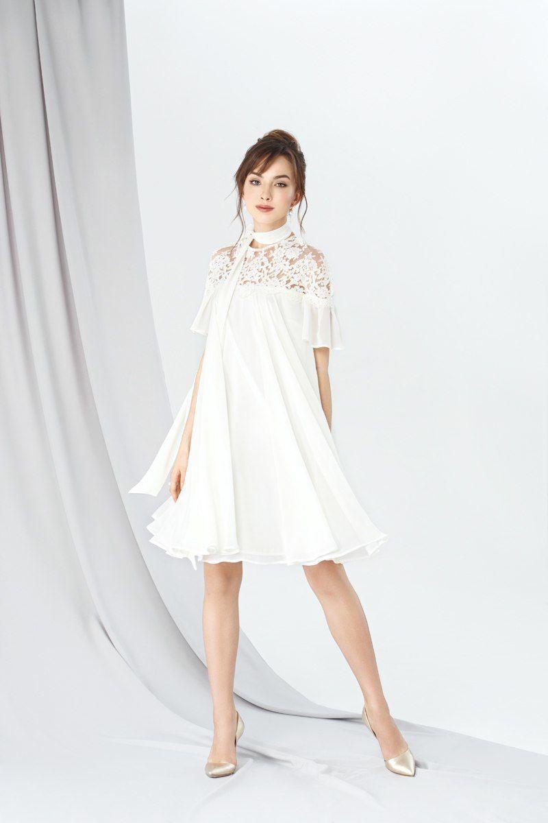d7c9a00778a Модель EMSE 0239 Коктейльное платье прямого силуэта длиной до середины  колена с горизонтальной кружевной кокеткой.