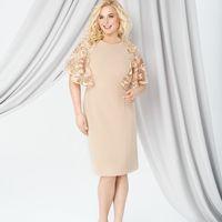 Модель EMSE 0269 Коктейльное платье полуприлегающего силуэта, длиной до середины колена. Вырез горловины круглый. Кокетки платья декорированы кружевом. С широкими рукавами – «крылышками». По среднему шву спинки- потайная молния. В нижней части среднего шв