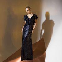 Цена 290,00. Модель EMSE 0337 Вечернее платье длиной в пол прилегающего силуэта с небольшим расширением к низу. Платье отрезное по линии талии. Изделие имеет глубокий «V» - образный вырез горловины по переду и спинке. В линию выреза горловины по переду и