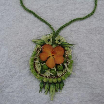 Аксессуары из живых цветов и листьев