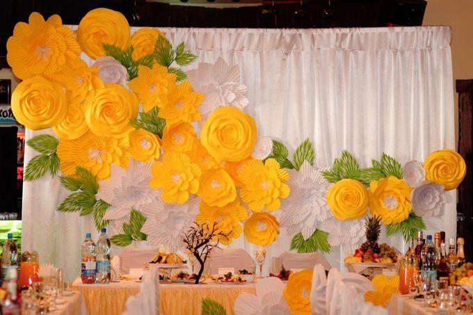 Цветы для украшения зала из бумаги своими руками фото