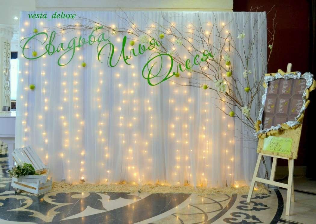 Фотозона становится все более популярной. Баннер отходит в сторону. Только с помощью мелочей и декор элементов создается общая красивая картинка. Яблочная фотозона. Яблочный сад. Запах опилок.... - фото 7693760 Vesta Deluxe - оформление свадеб