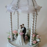 """Сладкая композиция на серебряную свадьбу, высота 34 см, в цветах конфеты """"Фундук в шоколаде"""" 23 шт."""