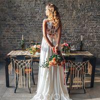 Лекса (KA) Удивительно легкое кружевное свадебное платье прямого силуэта. Индивидуальный дизайн, в сочетании грациозностью и сексуальностью позволят тебе быть первой, не смотря ни на какие обстоятельства. Верх платья выполнен из легкой телесной сеточки с