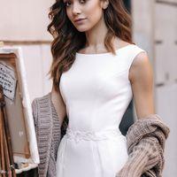 Свадебное платье в стиле минимализм. Классический прямой силуэт и подчеркнутые формы фигуры благодаря идеальным лекалам. Платье выполнено из матовой стрейч-ткани, что позволит чувствовать себя в абсолютном комфорте, приятно удивляя окружающих.