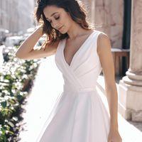 Дита (RL) Необычное атласное свадебное платье с драпировкой в области декольте. Такой необычный дизайнерский подход просто потрясает своим видом. Удобная посадка и максимум комфорта. Открытая спинка прикрыта прозрачной сеточкой н с декоративными кружевами
