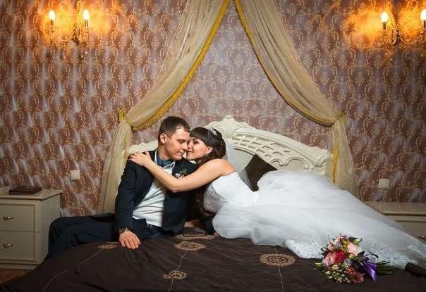 возникают две фото брачной ночи красивой брюнетки пижама