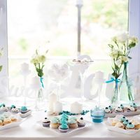 Наша студия предлагает Вам оформить сладкий стол: цветочные композиции, названия сладостей, Ваши фотографии и многое другое. Кушать сладости вдвойне приятней, если берешь их с красивого сладкого стола.   Стоимость можно узнать, записавшись на личную консу