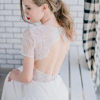Элегантное платье с коротким рукавом и кружевной декольтированной спинкой.  Цвет: молочный Размер: 42-44 Стоимость: 22.000