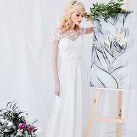 Нежное корсетное платье-двойка с объемным 3D декором на съемной кофточке! Размер: 42-44 Цвет: молочный Стоимость: 28.000