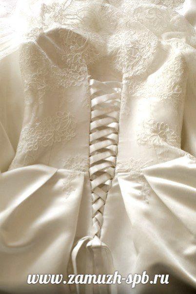 Свадебное платье из кордового кружева и атласа с красивой шнуровкой - фото 8393684 Прокат платьев Svadebniespb