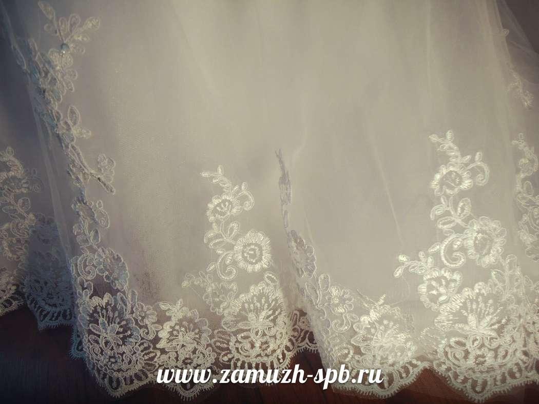 Свадебное платье с кружевным низом А силуэта со шлейфом - фото 8394130 Прокат платьев Svadebniespb