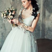 Платье, браслет, украшения для волос Treasure  Макияж и причёска:  Букет:  (Санкт-Петербург, ул. Жуковского 5) Фото: