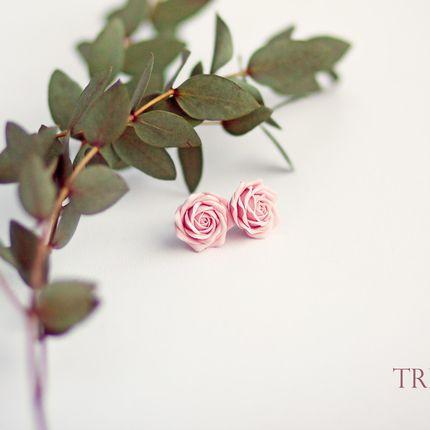 Пуссеты с розовыми розами