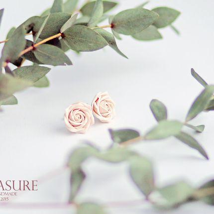 Пуссеты с розами цвета айвори