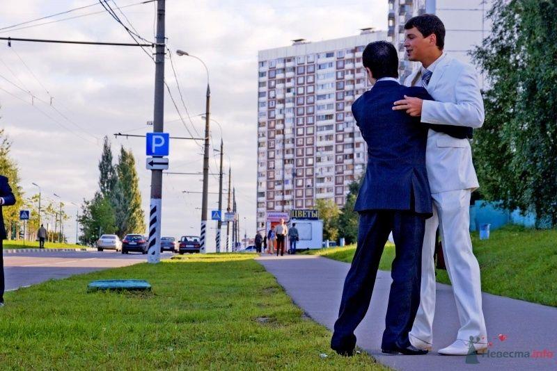 Жених танцует с другом) - фото 53488 Юлия И.