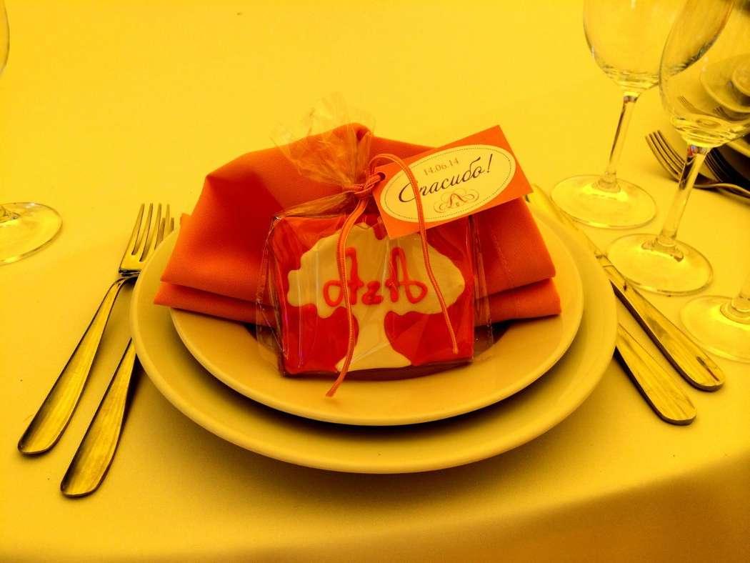 """Глазурное печенье - замечательный комплимент для гостей свадьбы Алины и Алексея - фото 5542446 Свадебное агенство """"Особенный день"""""""