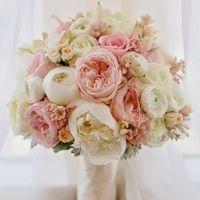 Пионы и ароматные розы
