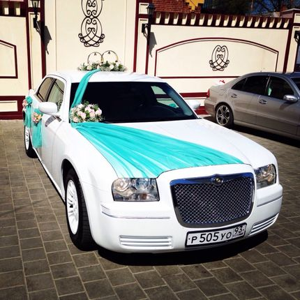 Шикарный белоснежный Chrysler 300C