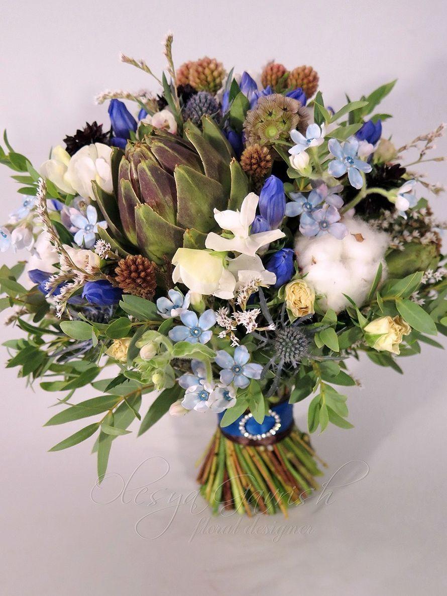lilii-rozi-svadebnie-buketi-vasilkovogo-tsveta-pyati