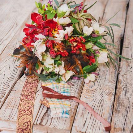 Букет невесты с тюльпанами и суккулентами