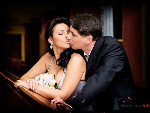 Жених и невеста на свадебной фотосессии в помещении. - фото 588 Алла Иванова - свадебный фотограф studio14