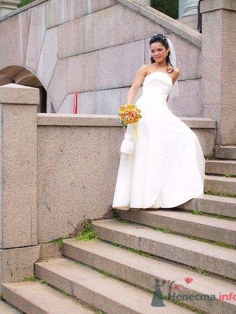 Невеста в длинном белом свадебном платье А-силуэта и с оранжевым - фото 624 Студия фото и видеосъемки Aliya Pavrose