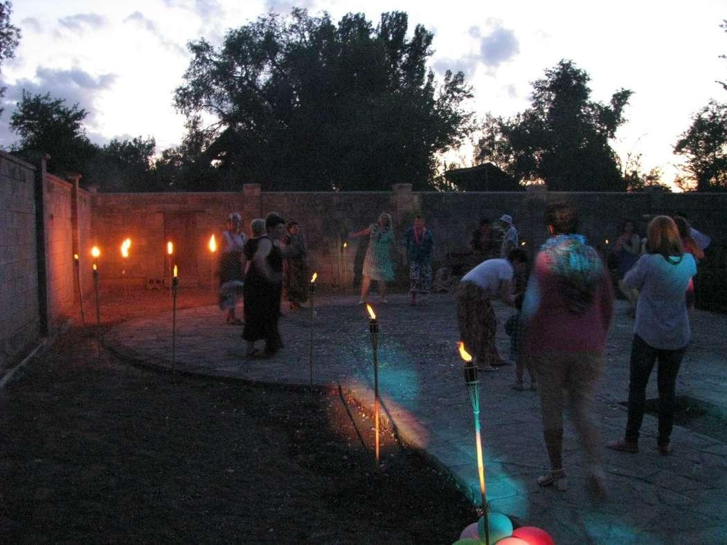 жаркие танцы после зажжения факелов! - фото 5906914 Ведущая Олеся Колокольцева