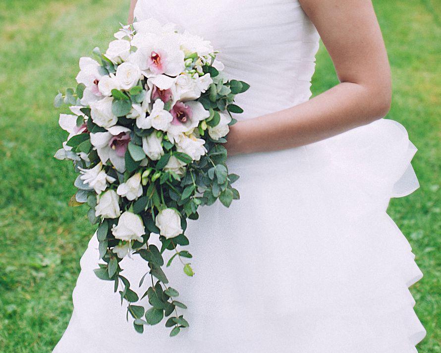 Цветы оптом, длинные букеты невесты