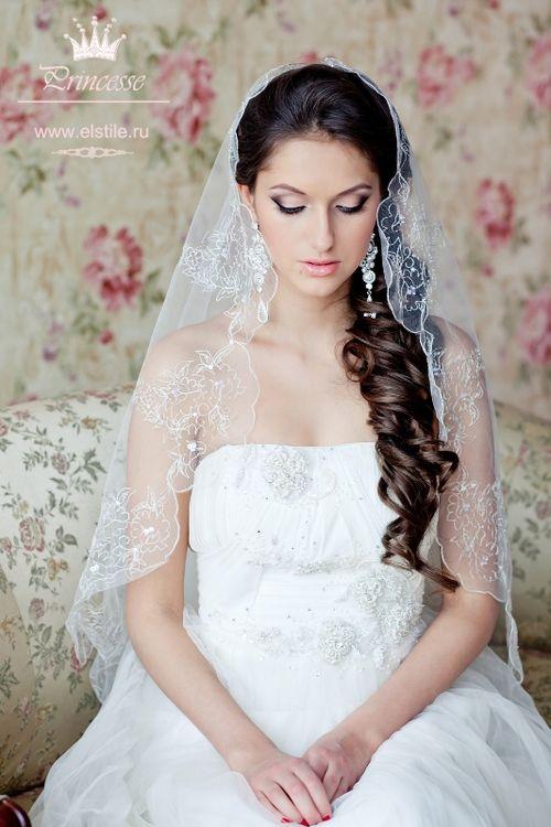 Причёски для длинных волос на свадьбу с фатой