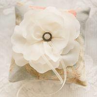 Ретро-подушечка для колец с цветком