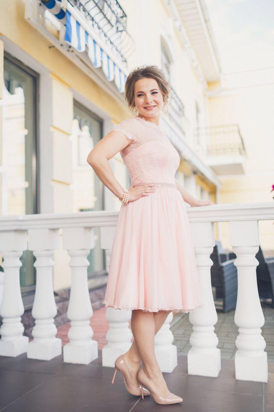 Короткое свадебное платье из шифона и кружева