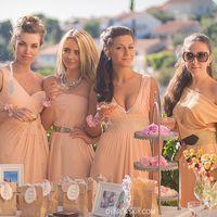 Стильные и гармоничные наряды подружек невесты с общим цветовым решением свадьбы.