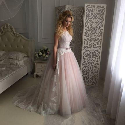 Пышное платье с коротким шлейфом