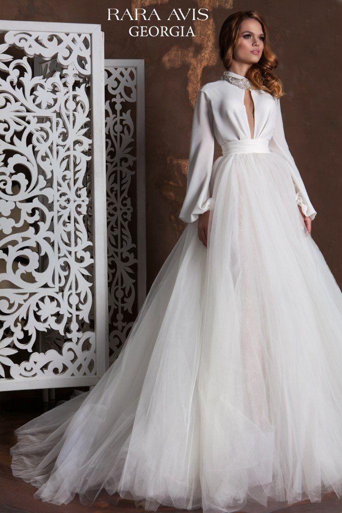 Шикарное платье с шелковыми рукавами - идея для осенней свадьбы - фото 6377227 Свадебный салон White Rooms