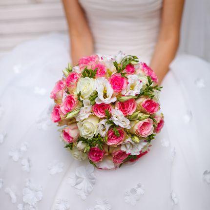 Букет невесты из роз с эустомой