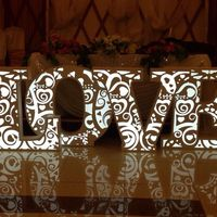 Светящиеся колонны и буквы