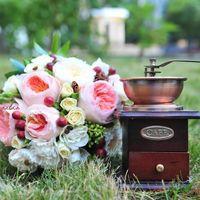 букет невесты с пионовидной розой Джульетт и Пейшенс
